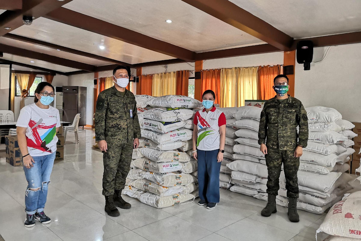 The PLDT-Smart Foundation turns over 1,250-kg of rice for the AFP mobile kitchen.